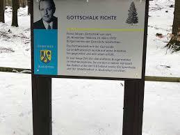 Johannes Gottschalk Schild Glashütten Taunus Wald Glas Weg